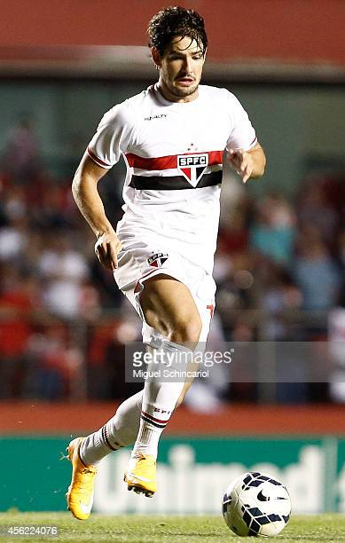 Alexandre Pato of Sao Paulo conducts the ball during a match between Sao Paulo and Fluminense of Brasileirao Series A 2014 at Morumbi Stadium on...
