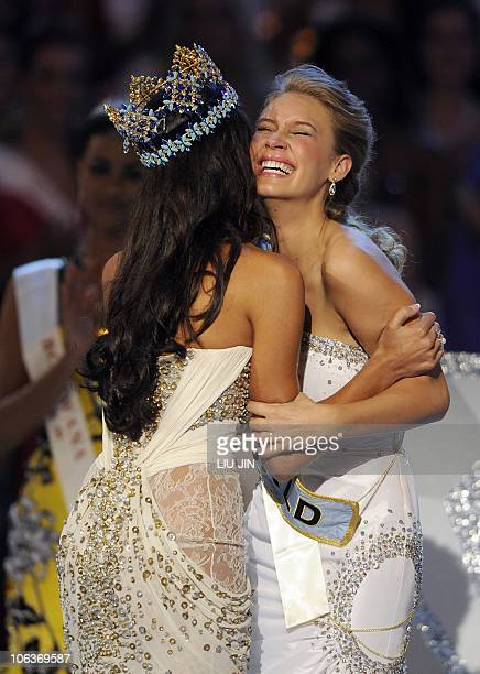 Alexandria Mills of the US is congratulated by 2009 Miss World Kaiane Aldorino from Gibraltar as she is announced as the 2010 Miss World during the...