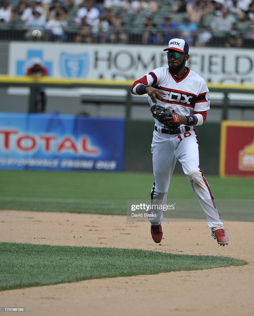<a gi-track='captionPersonalityLinkClicked' href=/galleries/search?phrase=Alexei+Ramirez&family=editorial&specificpeople=690568 ng-click='$event.stopPropagation()'>Alexei Ramirez</a> #10 of the Chicago White Sox makes a play on Andrelton Simmons #19 of the Atlanta Braves during the ninth inning on July 21, 2013 at U.S. Cellular Field in Chicago, Illinois. The Chicago White Sox defeated the Atlanta Braves 3-1.