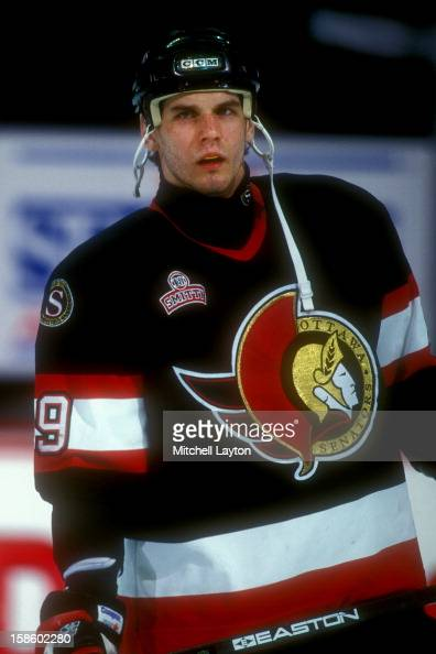 alexei-yashin-of-the-ottawa-senators-loo
