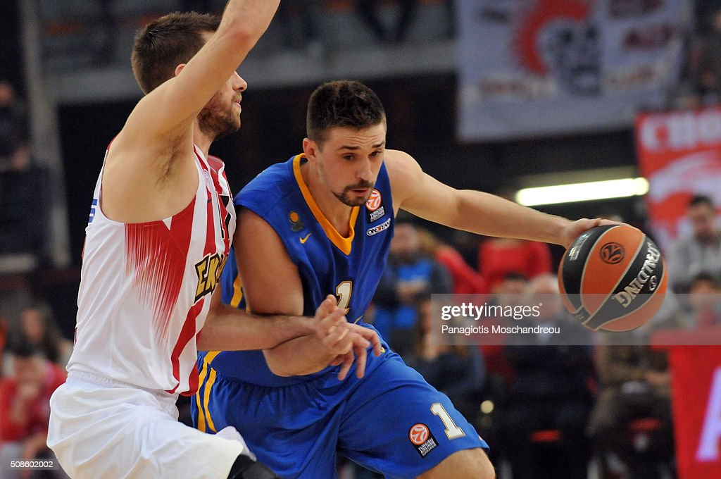 <a gi-track='captionPersonalityLinkClicked' href=/galleries/search?phrase=Alexey+Shved&family=editorial&specificpeople=5557761 ng-click='$event.stopPropagation()'>Alexey Shved</a>, #1 of Khimki Moscow Region competes with Vangelis Mantzaris, #17 of Olympiacos Piraeus during the Turkish Airlines Euroleague Basketball Top 16 Round 6 game between Olympiacos Piraeus v Khimki Moscow Region at the Peace and Friendship Arena on February 5, 2016 in Heraklion, Crete, Greece.