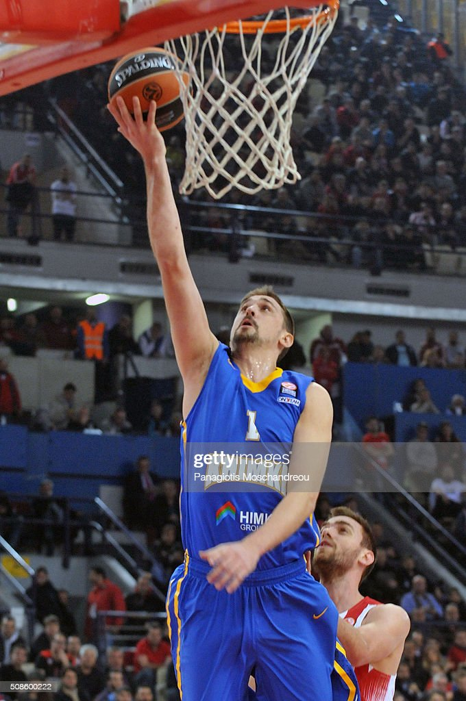 <a gi-track='captionPersonalityLinkClicked' href=/galleries/search?phrase=Alexey+Shved&family=editorial&specificpeople=5557761 ng-click='$event.stopPropagation()'>Alexey Shved</a>, #1 of Khimki Moscow Region in action during the Turkish Airlines Euroleague Basketball Top 16 Round 6 game between Olympiacos Piraeus v Khimki Moscow Region at the Peace and Friendship Arena on February 5, 2016 in Heraklion, Crete, Greece.