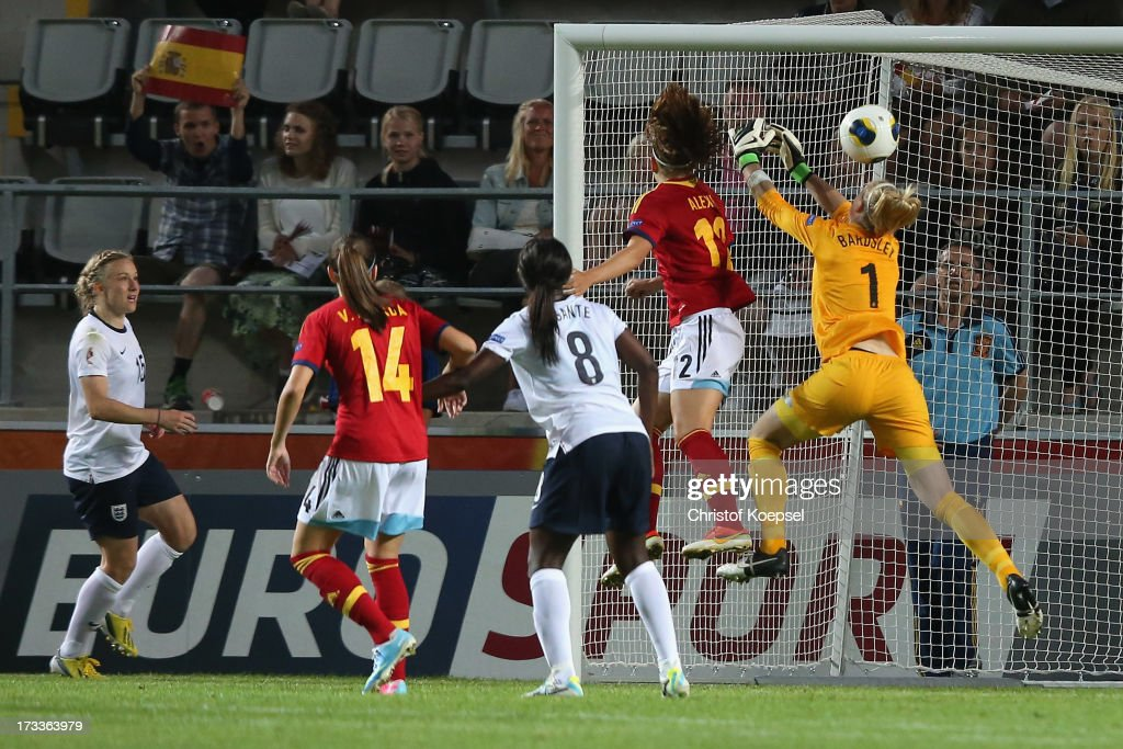 Alexia Putellas of Spain (2nd R) scores the third and decision goal against Karen Bardsley of England (R) during the UEFA Women's EURO 2013 Group C match between England and Spain at Linkoping Arena on July 12, 2013 in Linkoping, Sweden. The match between England and Spain ended 2-3.