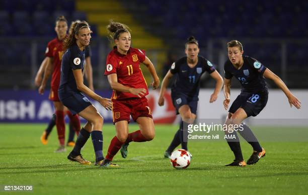 Alexia Putellas of Spain Women is surrounded by England players during the UEFA Women's Euro 2017 match between England and Spain at Rat Verlegh...