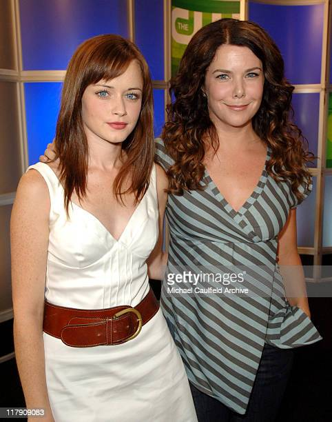Alexis Bledel and Lauren Graham of 'Gilmore Girls'
