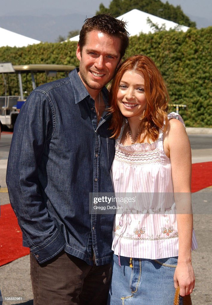 Alexis Denisof & Alyson Hannigan during The 2002 Teen Choice Awards - Arrivals at The Universal Amphitheatre in Universal City, California, United States.