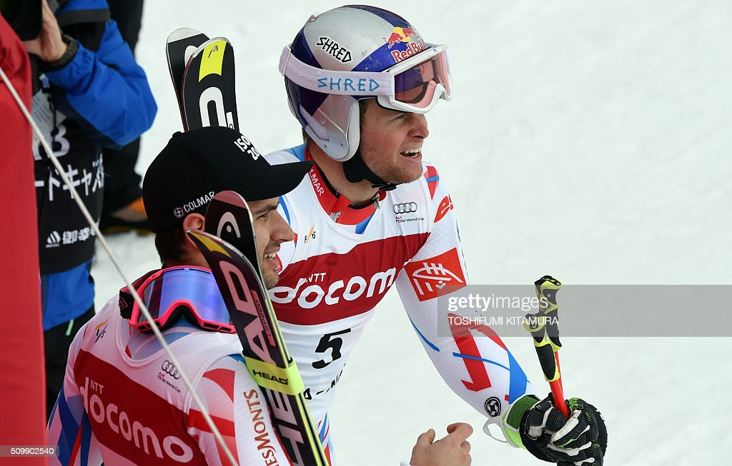 Alexis Pinturault of France (R) and Mathieu Faivre of France (L) await for Fritz Dopfer of Germany's finish at the finish area during the FIS Ski World Cup 2015/2016 men's giant slalom second run in Naeba, Niigata prefecture on February 13, 2016. AFP PHOTO / TOSHIFUMI KITAMURA / AFP / TOSHIFUMI KITAMURA