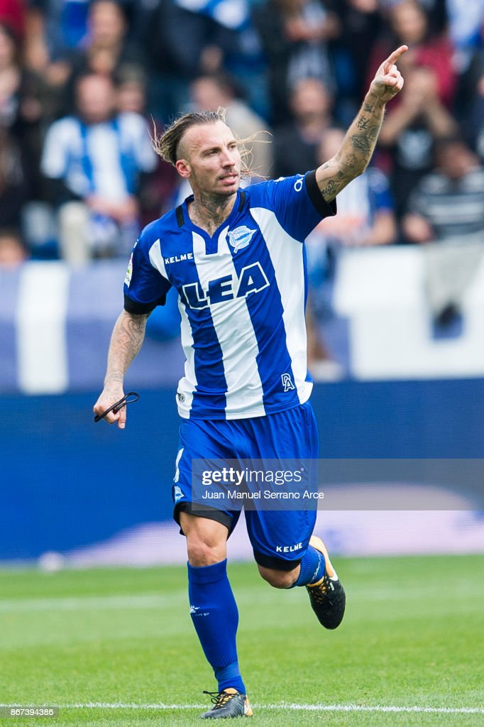Alexis Ruano of Deportivo Alaves celebrates after scoring goal during the La Liga match between Deportivo Alaves and Valencia CF at Estadio de Mendizorroza on October 28, 2017 in Vitoria-Gasteiz, Spain.