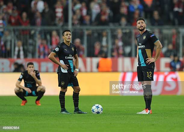 Alexis Sanchez and Olivier Giroud of Arsenal during the UEFA Champions League Group Stage match between Bayern Muenchen and Arsenal at the Allianz...