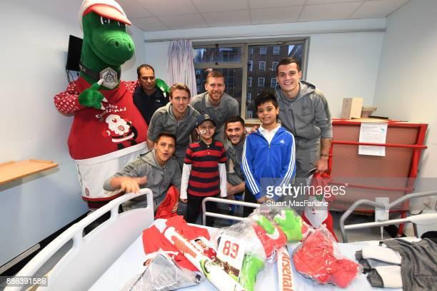Alexis Sanchez Nacho Monreal Per Mertesacker Sead Kolasinac and Granit Xhaka visit the Whittington Hospital on December 5 2017 in London England