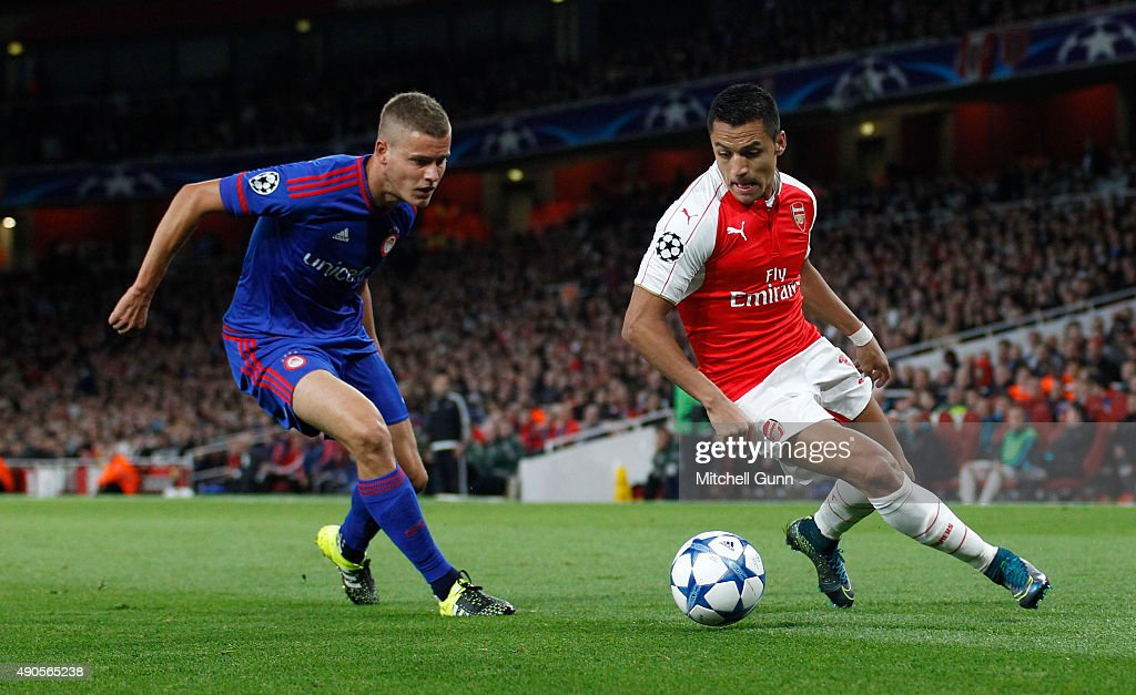 <a gi-track='captionPersonalityLinkClicked' href=/galleries/search?phrase=Alexis+Sanchez&family=editorial&specificpeople=5515162 ng-click='$event.stopPropagation()'>Alexis Sanchez</a> of Arsenal and Alfreo Finnbogason of Olympiakos during the Champions League match between Arsenal and Olympiacos at The Emirates Stadium on September 29, 2015 in London, United Kingdom. (Photo by Mitchell Gunn/Getty Images) <a gi-track='captionPersonalityLinkClicked' href=/galleries/search?phrase=Alexis+Sanchez&family=editorial&specificpeople=5515162 ng-click='$event.stopPropagation()'>Alexis Sanchez</a>, Alfreo Finnbogason