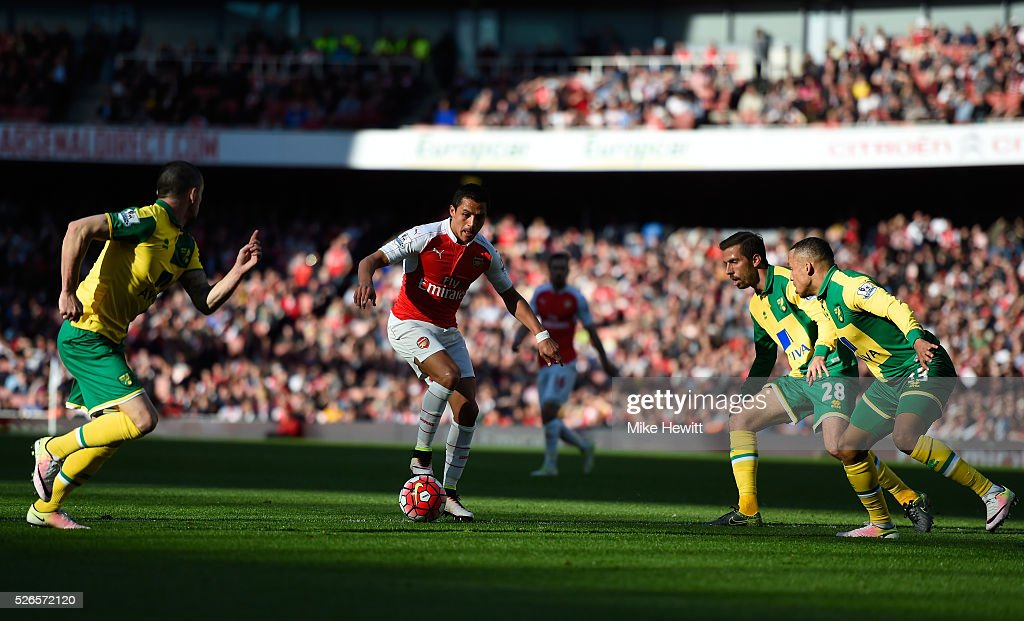 Alexis Sanchez of Arsenal controls the ball against Norwich City defense during the Barclays Premier League match between Arsenal and Norwich City at The Emirates Stadium on April 30, 2016 in London, England