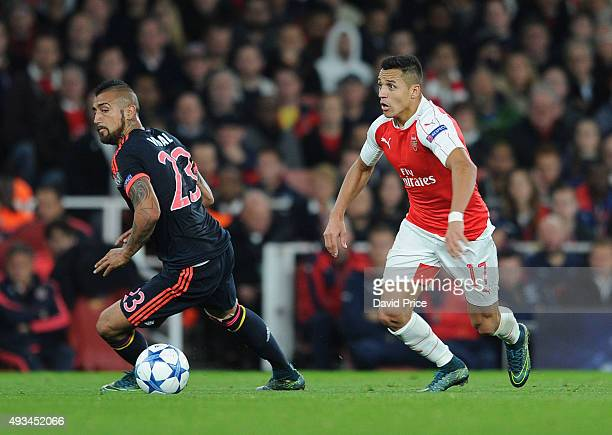 Alexis Sanchez of Arsenal cuts inside Arturo Vidal of Bayern during the UEFA Champions League match between Arsenal and Bayern Munich on October 20...