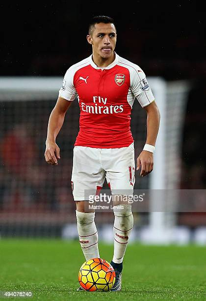 Alexis Sanchez of Arsenal in action during the Barclays Premier League match between Arsenal and Everton at Emirates Stadium on October 24 2015 in...