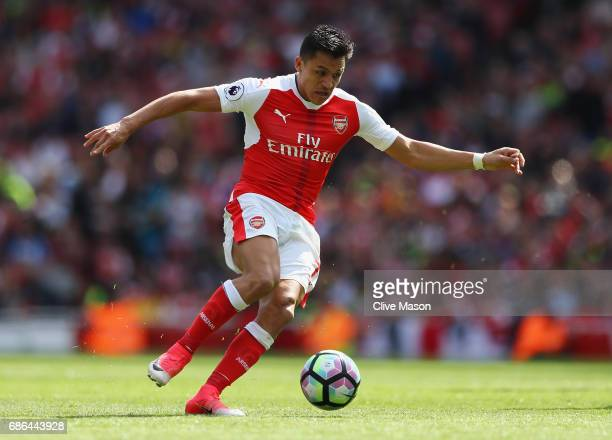 Alexis Sanchez of Arsenal in action during the Premier League match between Arsenal and Everton at Emirates Stadium on May 21 2017 in London England