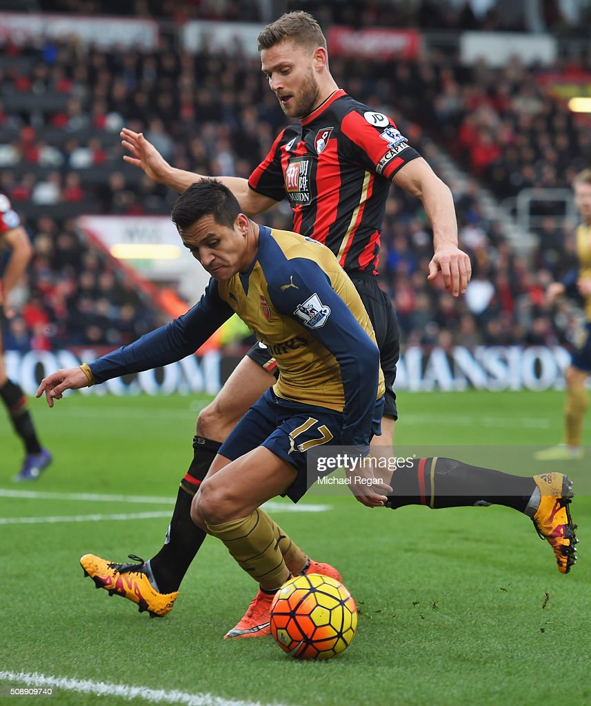<a gi-track='captionPersonalityLinkClicked' href=/galleries/search?phrase=Alexis+Sanchez&family=editorial&specificpeople=5515162 ng-click='$event.stopPropagation()'>Alexis Sanchez</a> of Arsenal is watched by Simon Francis of Bournemouth during the Barclays Premier League match between A.F.C. Bournemouth and Arsenal at the Vitality Stadium on February 7, 2016 in Bournemouth, England.