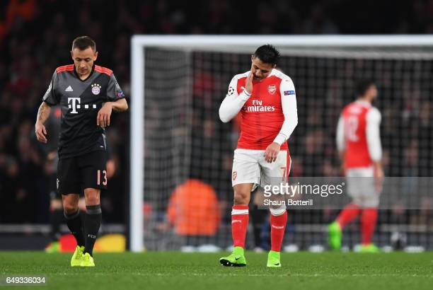 Alexis Sanchez of Arsenal looks despondent during the UEFA Champions League Round of 16 second leg match between Arsenal FC and FC Bayern Muenchen at...