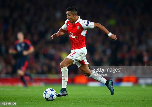 Alexis Sanchez of Arsenal runs with the ball during the UEFA Champions League Group F match between Arsenal FC and FC Bayern Munchen at Emirates...