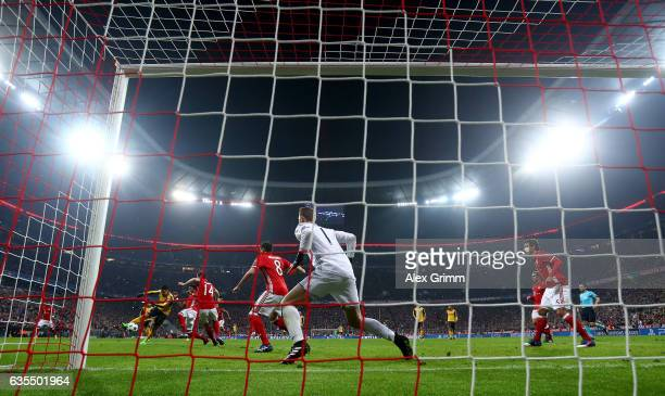 Alexis Sanchez of Arsenal scores the equalizing goal during the UEFA Champions League Round of 16 first leg match between FC Bayern Muenchen and...