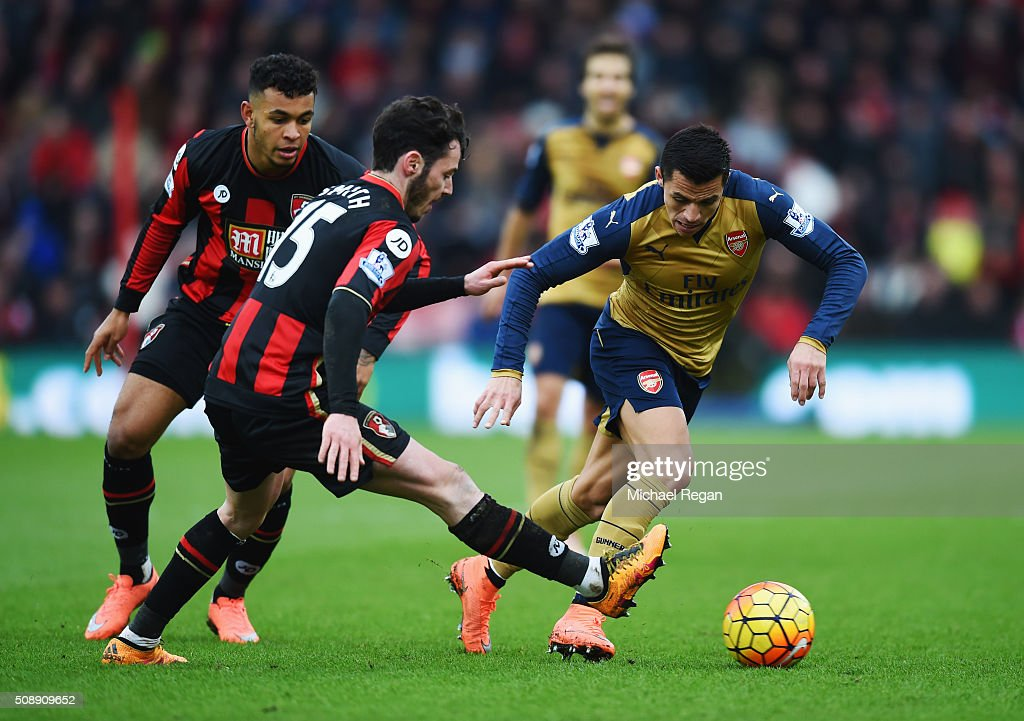 Alexis Sanchez of Arsenal takes on <a gi-track='captionPersonalityLinkClicked' href=/galleries/search?phrase=Adam+Smith+-+Fu%C3%9Fballspieler+-+Rechter+Au%C3%9Fenverteidiger&family=editorial&specificpeople=14054674 ng-click='$event.stopPropagation()'>Adam Smith</a> and <a gi-track='captionPersonalityLinkClicked' href=/galleries/search?phrase=Joshua+King+-+Soccer+Player&family=editorial&specificpeople=15368781 ng-click='$event.stopPropagation()'>Joshua King</a> of Bournemouth during the Barclays Premier League match between A.F.C. Bournemouth and Arsenal at the Vitality Stadium on February 7, 2016 in Bournemouth, England.