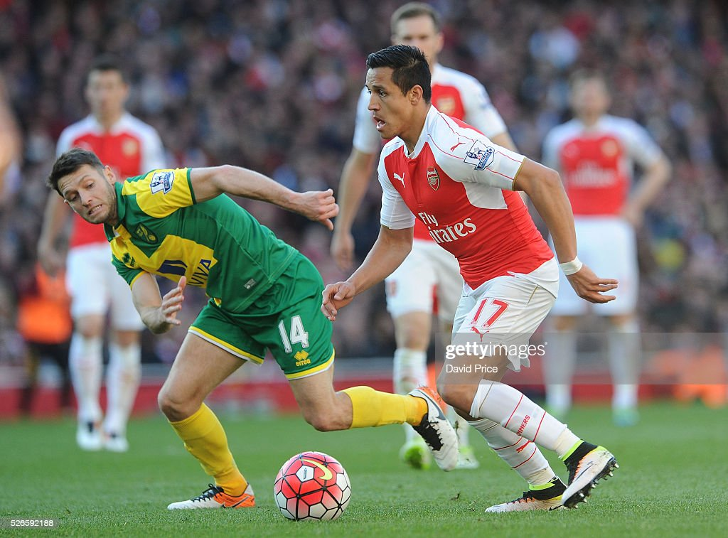 <a gi-track='captionPersonalityLinkClicked' href=/galleries/search?phrase=Alexis+Sanchez&family=editorial&specificpeople=5515162 ng-click='$event.stopPropagation()'>Alexis Sanchez</a> of Arsenal takes on We Hoolahan of Norwich during the Barclays Premier League match between Arsenal and Norwich City at on April 30th, 2016 in London, England