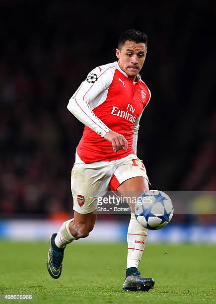 Alexis Sanchez of Arsenal takes the ball forward during the UEFA Champions League match between Arsenal FC and GNK Dinamo Zagreb at Emirates Stadium...