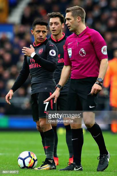 Alexis Sanchez of Arsenal talks with Referee Craig Pawson during the Premier League match between Everton and Arsenal at Goodison Park on October 22...