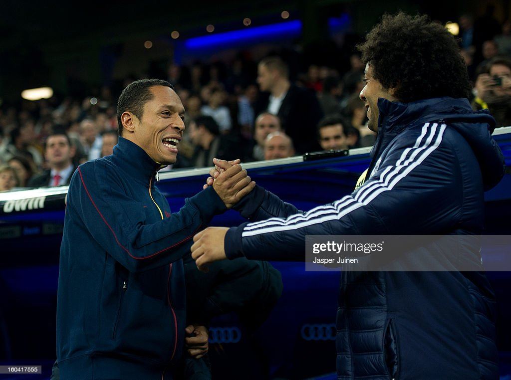 <a gi-track='captionPersonalityLinkClicked' href=/galleries/search?phrase=Alexis+Sanchez&family=editorial&specificpeople=5515162 ng-click='$event.stopPropagation()'>Alexis Sanchez</a> (L) of Barcelona greets Marcelo of Real Madrid prior to the start of the Copa del Rey semi final first leg match between Real Madrid CF and FC Barcelona at the Estadio Santiago Bernabeu on January 30, 2013 in Madrid, Spain.