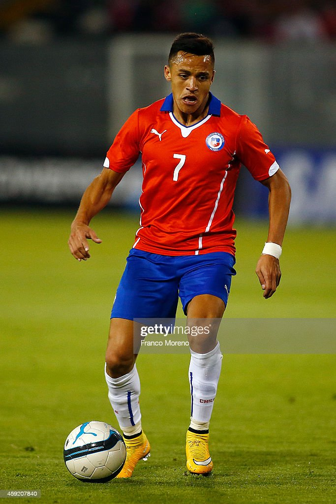 Alexis Sanchez of Chile controls the ball during an international friendly match between Chile and Uruguay at Monumental Stadium on November 18 2014...