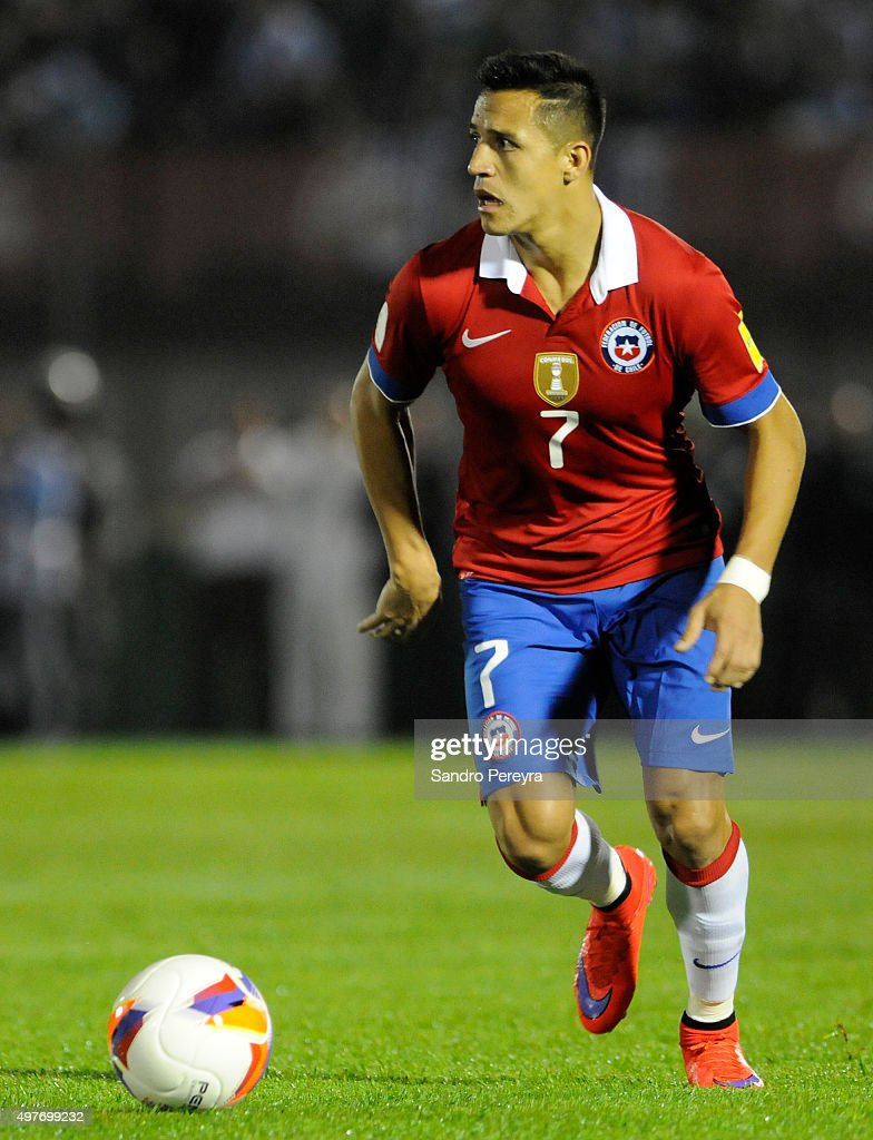 Alexis Sanchez of Chile drives the ball during a match between Uruguay and Chile as part of FIFA 2018 World Cup Qualifiers at Centenario Stadium on...