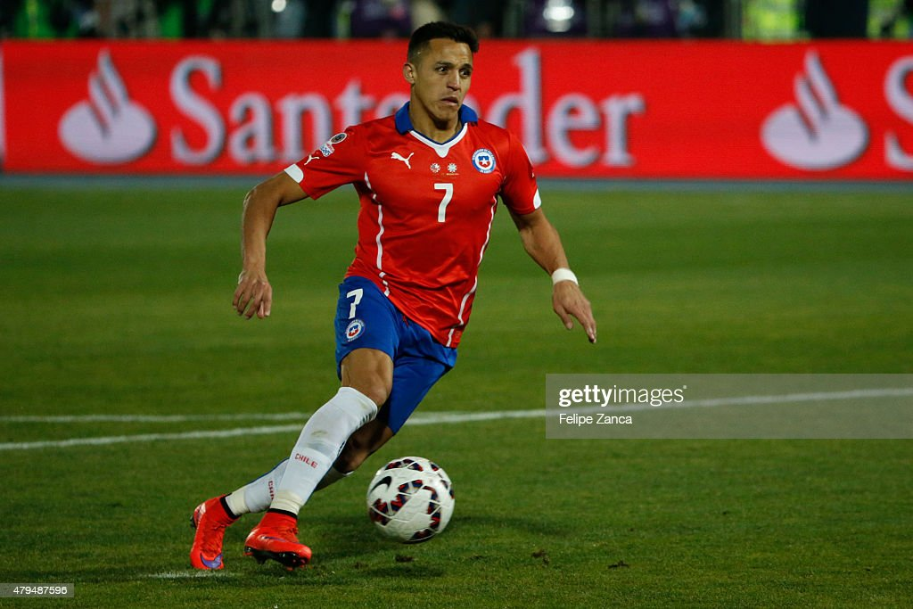 <a gi-track='captionPersonalityLinkClicked' href=/galleries/search?phrase=Alexis+Sanchez&family=editorial&specificpeople=5515162 ng-click='$event.stopPropagation()'>Alexis Sanchez</a> of Chile drives the ball during the 2015 Copa America Chile Final match between Chile and Argentina at Nacional Stadium on July 04, 2015 in Santiago, Chile.