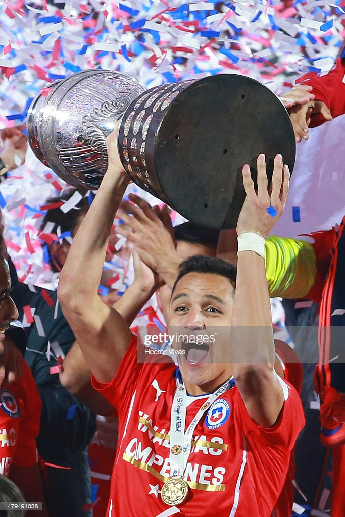 <a gi-track='captionPersonalityLinkClicked' href=/galleries/search?phrase=Alexis+Sanchez&family=editorial&specificpeople=5515162 ng-click='$event.stopPropagation()'>Alexis Sanchez</a> of Chile lifts the trophy after winning the 2015 Copa America Chile Final match between Chile and Argentina at Nacional Stadium on July 04, 2015 in Santiago, Chile.