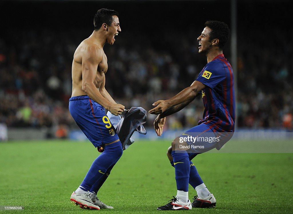 <a gi-track='captionPersonalityLinkClicked' href=/galleries/search?phrase=Alexis+Sanchez&family=editorial&specificpeople=5515162 ng-click='$event.stopPropagation()'>Alexis Sanchez</a> of FC Barcelona celebrates with his teammate Thiago Alcantara after scoring his third team's goal during the La Liga match between FC Barcelona and Villarreal CF at Camp Nou on August 29, 2011 in Barcelona, Spain.