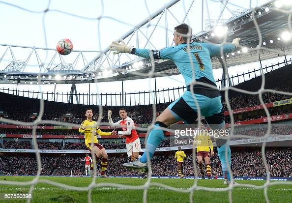 Alexis Sanchez scores Arsenal's 2nd goal past Tom Heaton of Burnley during the match between Arsenal and Burnley in the FA Cup 4th round at Emirates...