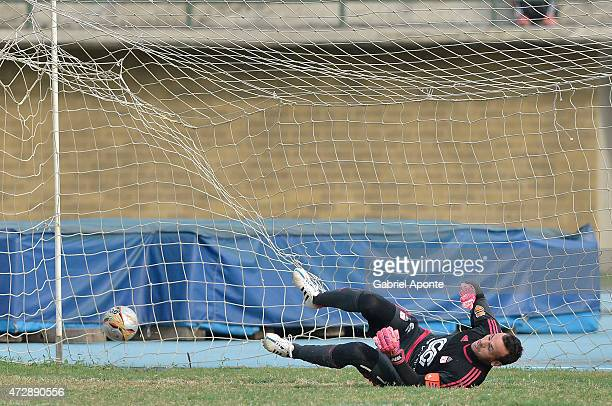 Alexis Viera goalkeeper of America de Cali tries to stop a penalty shoot by Esteban Suescun during a match between Leones and America de Cali as part...