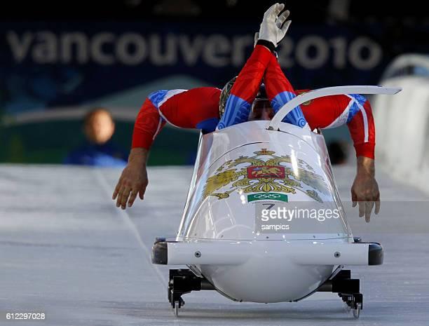 Alexsandr Zubkov und Alexey Voevoda RUS 3 2 er Bob Männer two men bobsleigh Olympische Winterspiele in Vancouver 2010 Kanada olympic winter games...