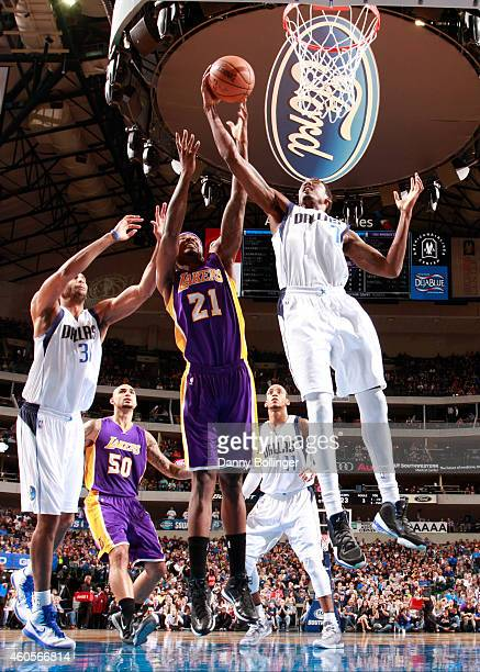 AlFarouq Aminu of the Dallas Mavericks goes to the basket against Ed Davis of the Los Angeles Lakers on November 21 2014 at the American Airlines...