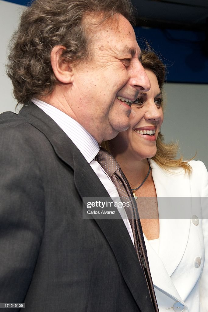 Alfonso Ussia (L) and PP (Popular Party)'s General Secretary Maria Dolores de Cospedal (R) attend the 'La Razon' newspaper meeting on July 22, 2013 in Madrid, Spain. Maria Dolores de Cospedal has said that the prime minister Mariano Rajoy will go to parliament to talk about corruption cases involving the government.