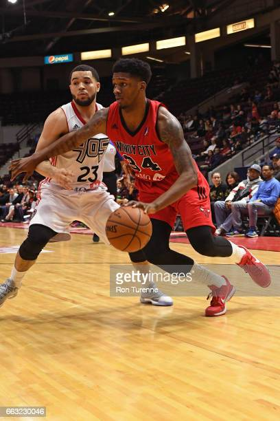 Alfonzo McKinnie of the Windy City Bulls drives to the basket against the Raptors 905 on March 30 2017 in Mississauga Ontario Canada NOTE TO USER...