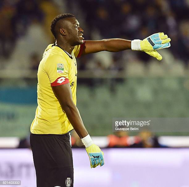 Alfred Gomis of AC Cesena in action during the Serie B match between Pescara Calcio v AC Cesena at Adriatico Stadium on April 15 2016 in Pescara Italy