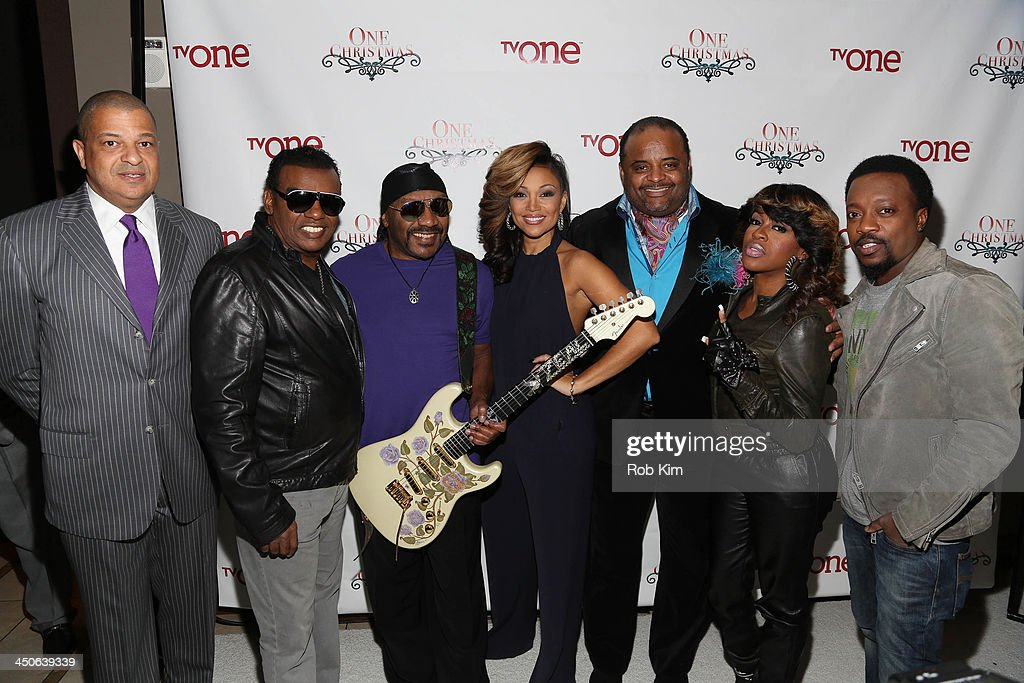 Alfred Liggins, <a gi-track='captionPersonalityLinkClicked' href=/galleries/search?phrase=Ron+Isley&family=editorial&specificpeople=241207 ng-click='$event.stopPropagation()'>Ron Isley</a>, <a gi-track='captionPersonalityLinkClicked' href=/galleries/search?phrase=Ernie+Isley&family=editorial&specificpeople=220313 ng-click='$event.stopPropagation()'>Ernie Isley</a>, <a gi-track='captionPersonalityLinkClicked' href=/galleries/search?phrase=Chante+Moore&family=editorial&specificpeople=2260137 ng-click='$event.stopPropagation()'>Chante Moore</a>, <a gi-track='captionPersonalityLinkClicked' href=/galleries/search?phrase=Roland+Martin&family=editorial&specificpeople=5490103 ng-click='$event.stopPropagation()'>Roland Martin</a>, <a gi-track='captionPersonalityLinkClicked' href=/galleries/search?phrase=Lil%27+Mo&family=editorial&specificpeople=2257622 ng-click='$event.stopPropagation()'>Lil' Mo</a> and Anthony Hamilton attend TV One's One Christmas Holiday Variety Special on November 19, 2013 in Washington, DC.