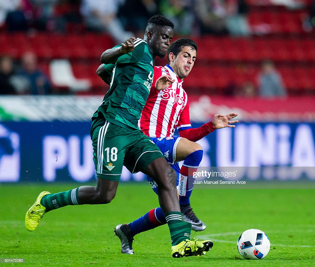 Alfred N'Diaye of Real Betis Balompie duels for the ball with Carlos Castro of Real Sporting de Gijon during the Copa del Rey Round of 32 match between Real Sporting de Gijon and Real Betis Balompie at Estadio El Molinon on December 15, 2015 in Gijon, Spain.