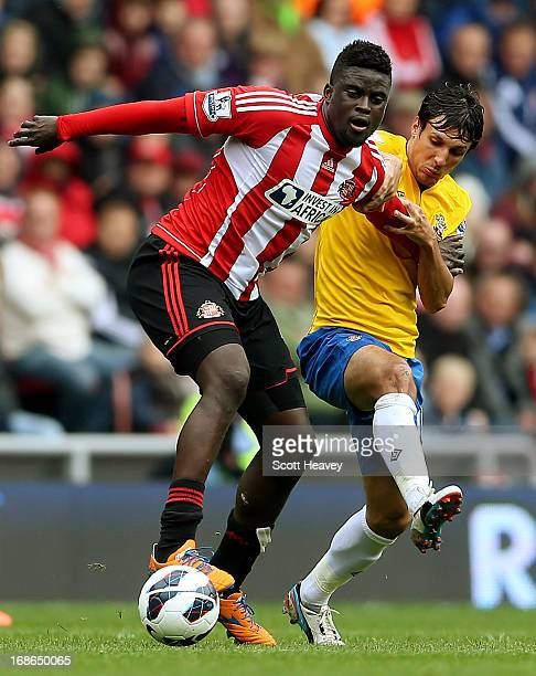Alfred N'Diaye of Sunderland holds off Jack Cork of Southampton during the Barclays Premier League match between Sunderland and Southampton at the...