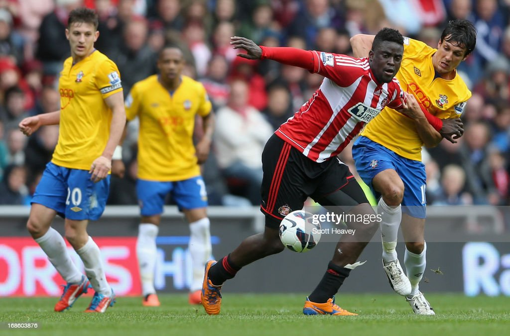 <a gi-track='captionPersonalityLinkClicked' href=/galleries/search?phrase=Alfred+N%27Diaye&family=editorial&specificpeople=5553791 ng-click='$event.stopPropagation()'>Alfred N'Diaye</a> of Sunderland (2nd R) in action with <a gi-track='captionPersonalityLinkClicked' href=/galleries/search?phrase=Jack+Cork+-+Soccer+Player&family=editorial&specificpeople=4206991 ng-click='$event.stopPropagation()'>Jack Cork</a> of Southampton (R) during the Barclays Premier League match between Sunderland and Southampton at the Stadium of Light on May 12, 2013 in Sunderland, England.