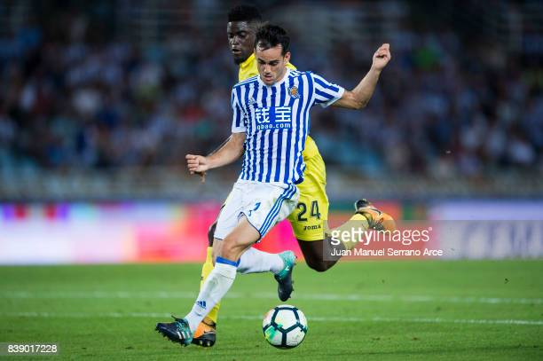 Alfred N'Diaye of Villarreal CF duels for the ball with Juan Miguel Jimenez 'Juanmi' of Real Sociedad during the La Liga match between Real Sociedad...