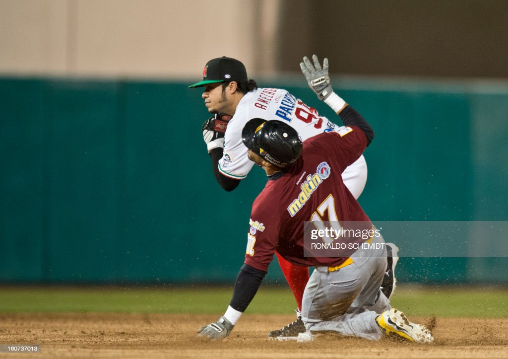 Alfredo Amezaga (L) of Yaquis de Obregon of Mexico tags out Reegie Corona of Magallanes of Venezuela on second base during the 2013 Caribbean baseball series on February 4, 2013, in Hermosillo, Sonora State, northern Mexico. AFP PHOTO/Ronaldo Schemidt