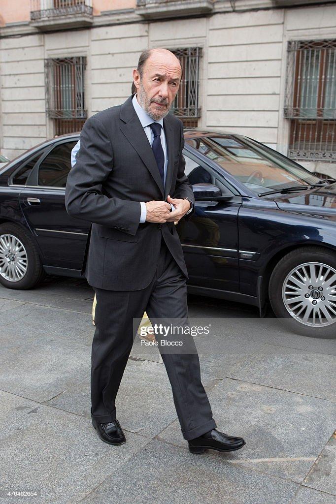 <a gi-track='captionPersonalityLinkClicked' href=/galleries/search?phrase=Alfredo+Perez+Rubalcaba&family=editorial&specificpeople=692536 ng-click='$event.stopPropagation()'>Alfredo Perez Rubalcaba</a> attends the funeral chapel for Pedro Zerolo at Casa de la Villa on June 9, 2015 in Madrid, Spain.