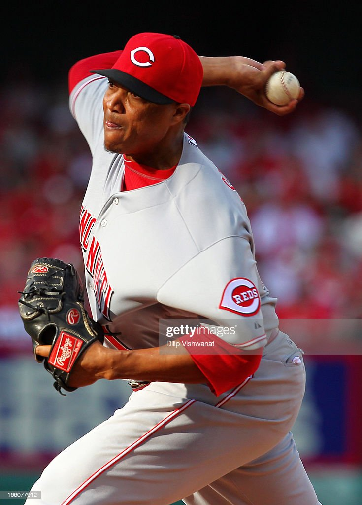 Alfredo Simon #31 of the Cincinnati Reds delivers a pitch against the St. Louis Cardinals during Opening Day on April 8, 2013 at Busch Stadium in St. Louis, Missouri.