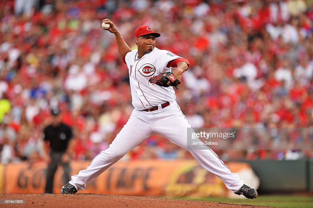 <a gi-track='captionPersonalityLinkClicked' href=/galleries/search?phrase=Alfredo+Simon&family=editorial&specificpeople=2530426 ng-click='$event.stopPropagation()'>Alfredo Simon</a> #31 of the Cincinnati Reds pitches in the fourth inning against the Chicago Cubs at Great American Ball Park on July 9, 2014 in Cincinnati, Ohio.