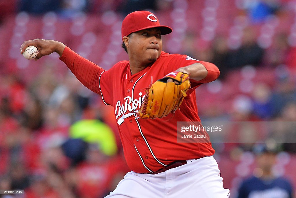 <a gi-track='captionPersonalityLinkClicked' href=/galleries/search?phrase=Alfredo+Simon&family=editorial&specificpeople=2530426 ng-click='$event.stopPropagation()'>Alfredo Simon</a> #31 of the Cincinnati Reds pitches in the second inning against the Milwaukee Brewers at Great American Ball Park on May 5, 2016 in Cincinnati, Ohio.